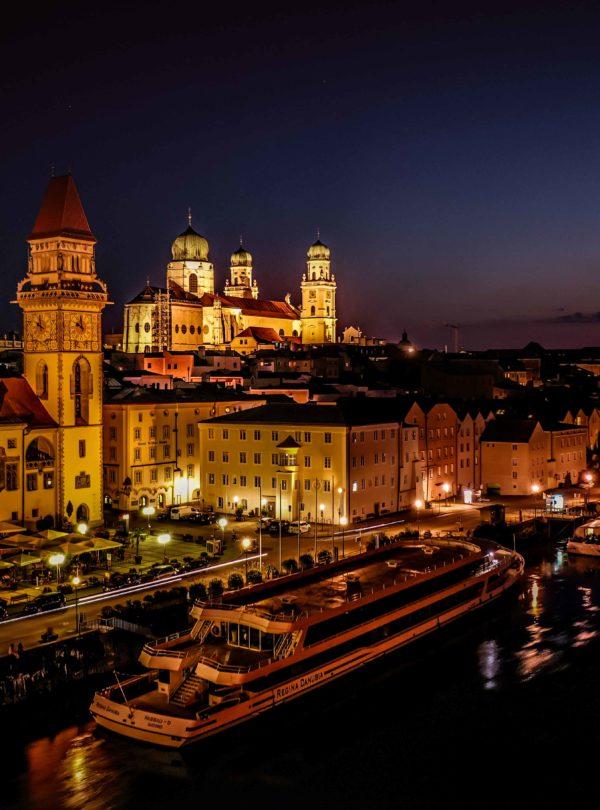 Drohnenaufnahme bei Nacht Passau